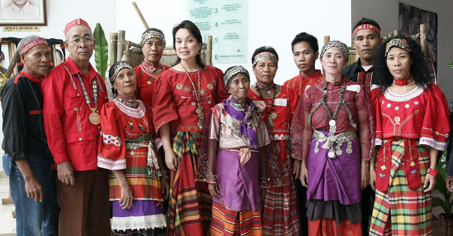 culture of visayas Philippine culture culture and arts  their community is made of western visayas- panay and romblon, central visayas - cebu, negros oriental and negros occidental .