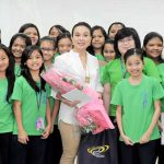Sen. Legarda is joined by Grade six students of Miriam College
